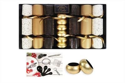 6 Crackers With Gold Napkin Rings