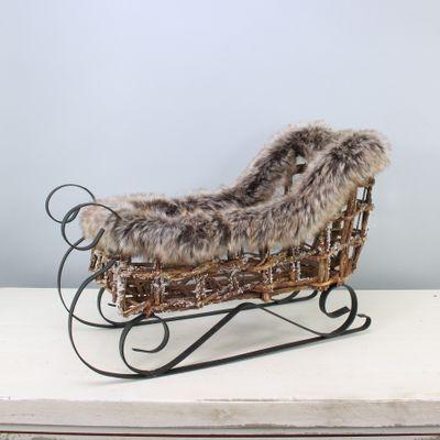 Brown Rattan Sleigh w/Fur (1/6)