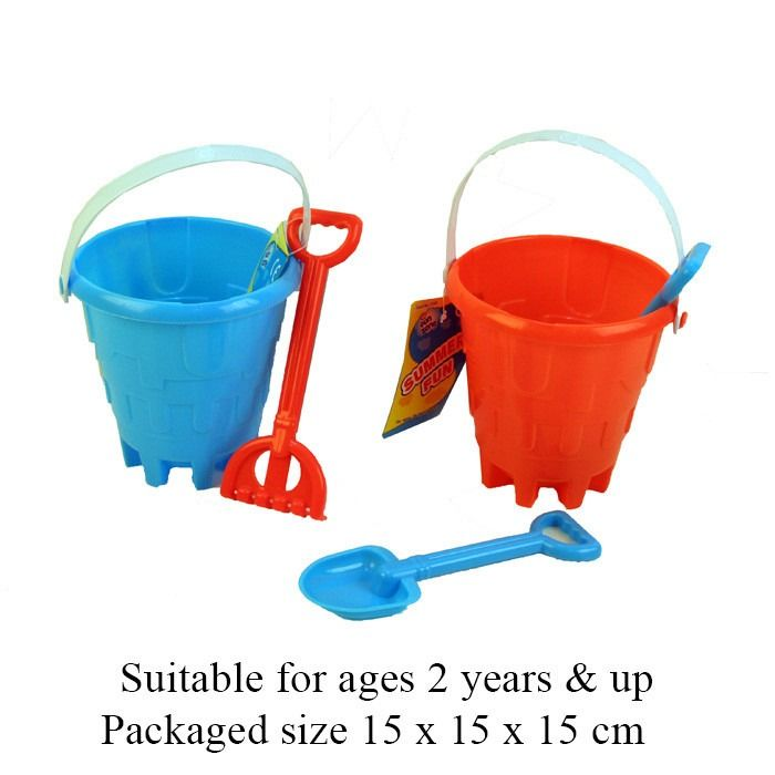 T19317 A Castle Bucket With A Spade Or A Rake