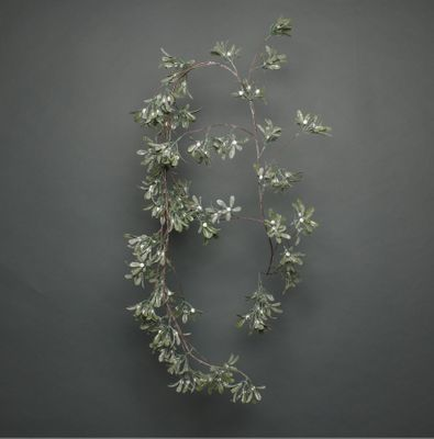 Frosted white berry garland 180cm