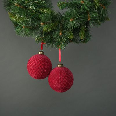 Neeve 10cm Glass Red Velvet Quilted Bauble (S/4)