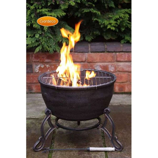 Gardeco Elidir Fire Bowl - In use