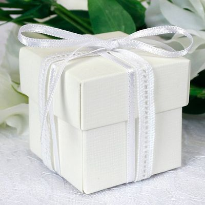 Off White Square Favour Box & Lid