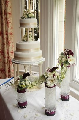Cylinder Vase with Wedding Cake 2